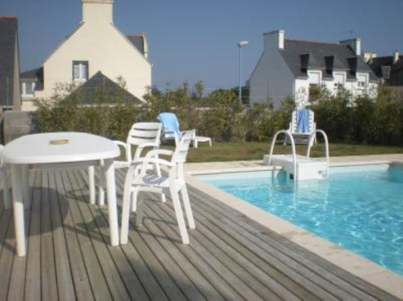 BELLE VUE MER, PISCINE PRIVEE CHAUFFEE, PLAGE À 50m, holiday rental in Penmarch