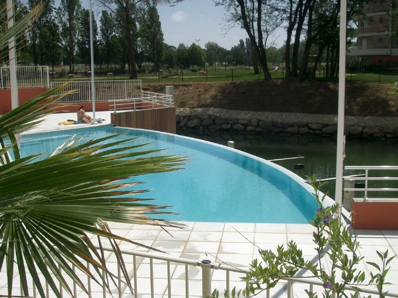 Cannes Mandelieu, new 2 bed luxury apt in the heart of the Cote d'Azur – semesterbostad i Mandelieu-la-Napoule