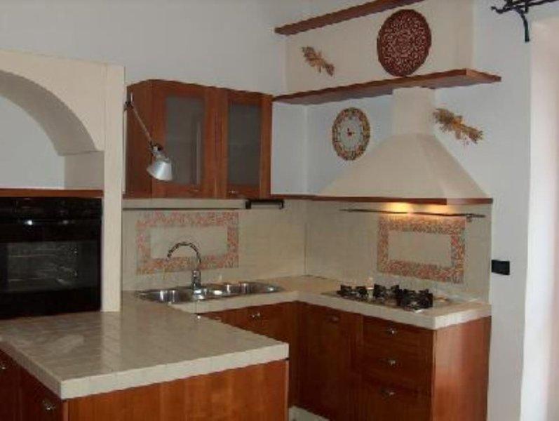 Dimora tipica in borgo ottocentesco in centro a Vieste (Gargano) con parcheggio, vacation rental in Province of Foggia