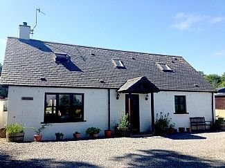 Comfortable 2 Bedroom Cottage, Real Home From Home, holiday rental in Abriachan