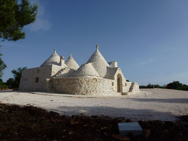 Tranquil & relaxing setting in the Ostuni countryside