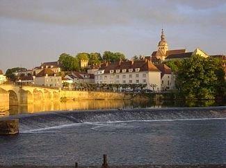 Apartment In Gray, Nr. Dijon, Burgundy, France, vacation rental in Haute-Saone