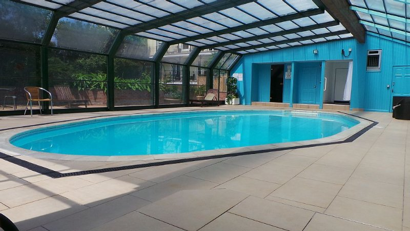 Apartment in Fowey, Cornwall with Heated Pool, Parking and Private Garden, holiday rental in Fowey