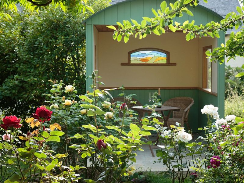 Comfortable accommodation in French countryside on permaculture smallholding., holiday rental in Brusvily