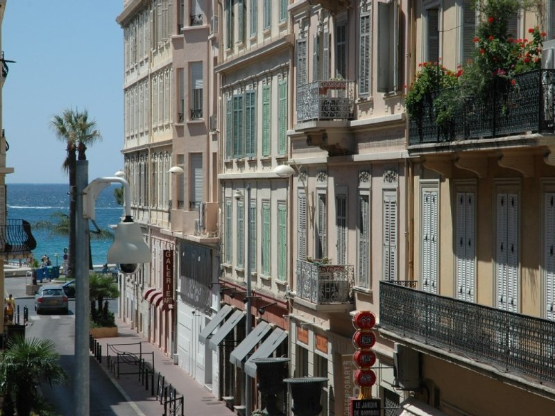 sea view, terrace, balcony, near beach, wifi, internet, 2 bedrooms, parking, holiday rental in Cannes