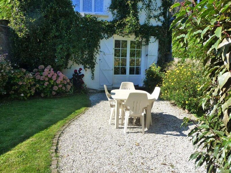 Grand appartement avec jardin, garage, plein centre, vacation rental in Dinard