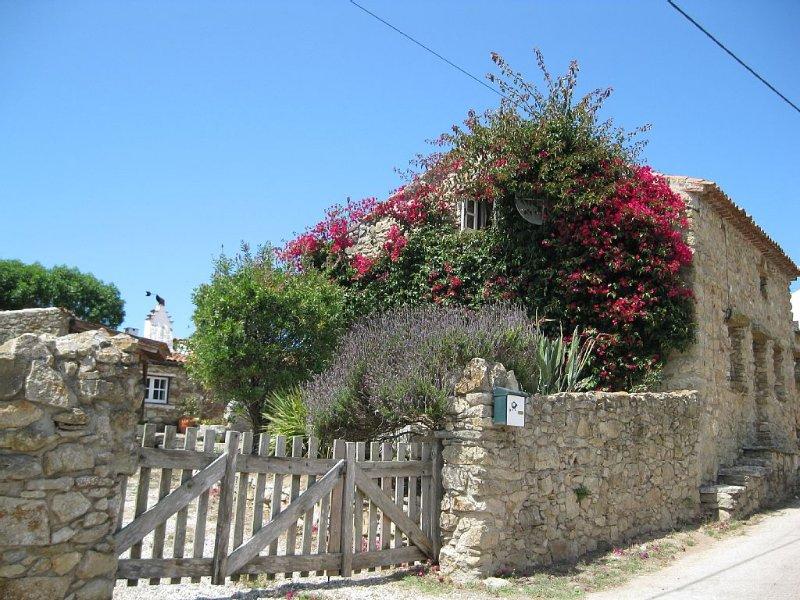 Casa de Pedra com pátio, aluguéis de temporada em Alcobaca