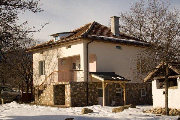 Converted farmhouse near mountain resort, skiing, summer activities, sightseeing, holiday rental in Dolna Banya