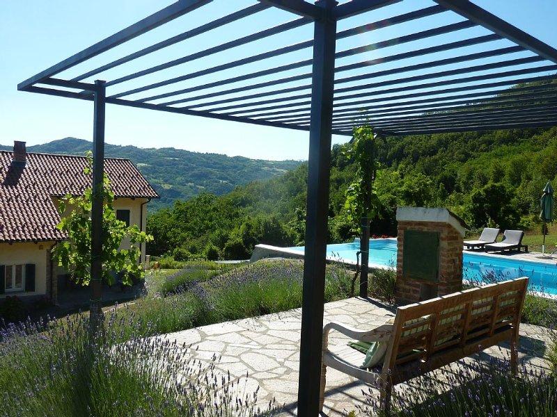 Casa Sulie: Villa With Private Infinity Pool Cartosio (near Acqui Terme), casa vacanza a Bistagno