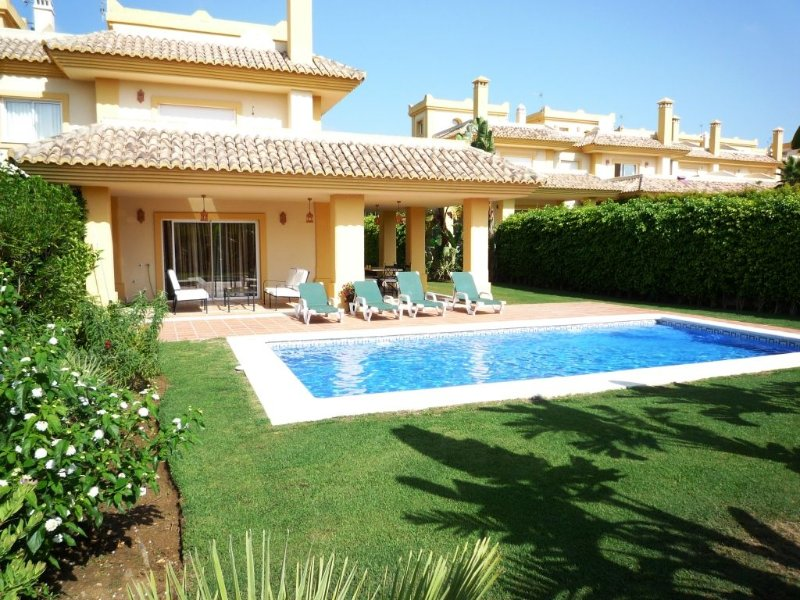 A Stunning Frontline Golf Luxury Air Conditioned Villa - San Roque Club, holiday rental in Sotogrande
