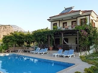 Villa with Private Pool, Gardens and Mountain Views, vacation rental in Dalyan