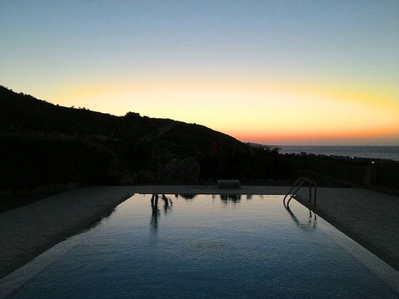 Tranquil Detached Villa With Stunning Mountain & Sea Views, Private Pool & WiFi, holiday rental in Kormakitis