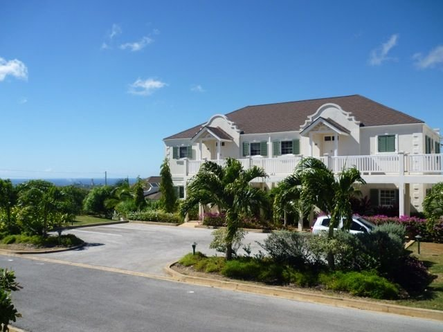 Vuemont Resort, Mount Brevitor holiday apartment with panoramic West Cost views, location de vacances à Saint Peter Parish