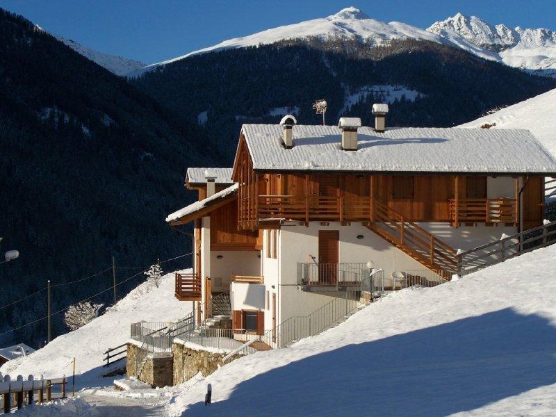 Accogliente appartamento in Val di Rabbi posizione soleggiata e panoramica, Ferienwohnung in Celledizzo