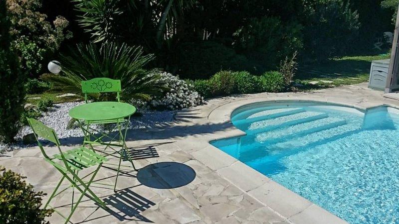 Maison Villa provençale  piscine chauffée jacuzzi sud, casa vacanza a Le Cannet