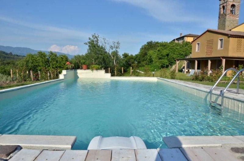 Villa con Piscina privata m. 10 per 5 h 1,50 e giardino, holiday rental in San Macario in Monte