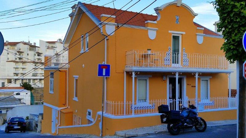 Apartamento em Chalet remodelado no Estoril, aluguéis de temporada em Estoril