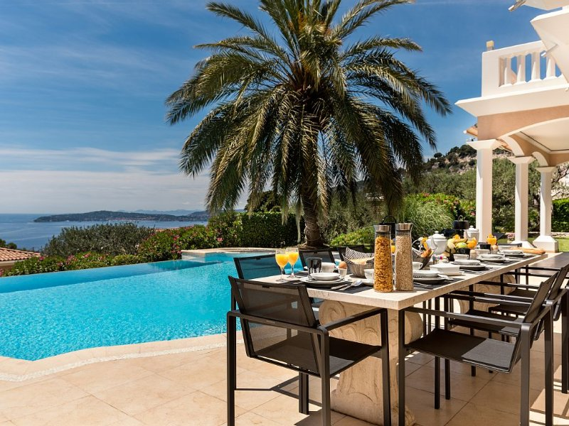 Villa Monaco - 5* Luxury Paradise , heaven on earth with Bentley Limo and staff, holiday rental in Monte-Carlo