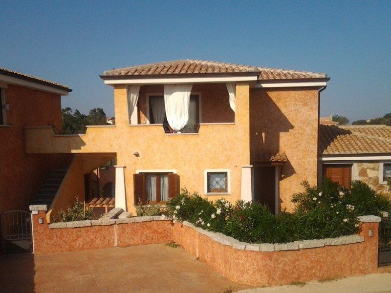 Pittulongu  appartamento nuovo in villa, spiaggia e mare a 250 mt, vacation rental in Pittulongu