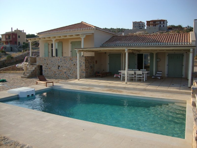 Family-Friendly Villa,, equipped  with Top Quality Furniture & Amenities., holiday rental in Laconia Region