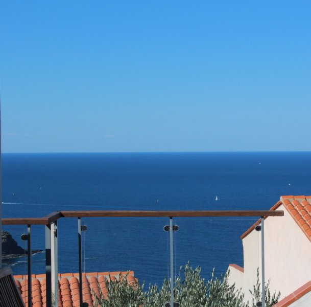Spacious family villa with lovely sea view and fantastic salt-water pool, vakantiewoning in Pyrénées-Orientales