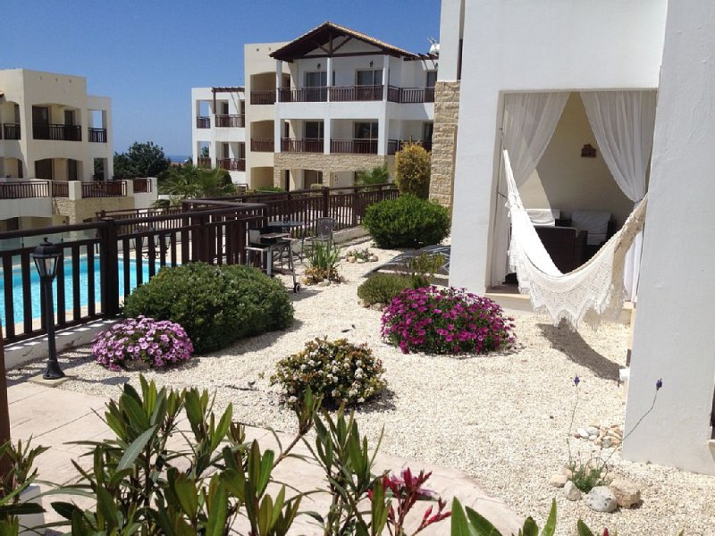 Exclusive 5 star apartment, two pools, free wi-fi, vacation rental in Peyia