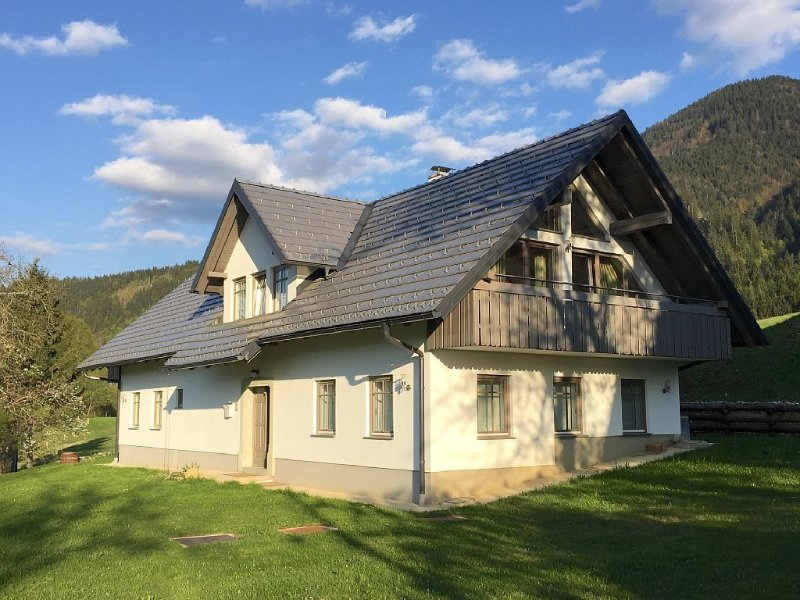 Detached family friendly Chalet with wonderful mountain views!, holiday rental in Bohinjska Bistrica