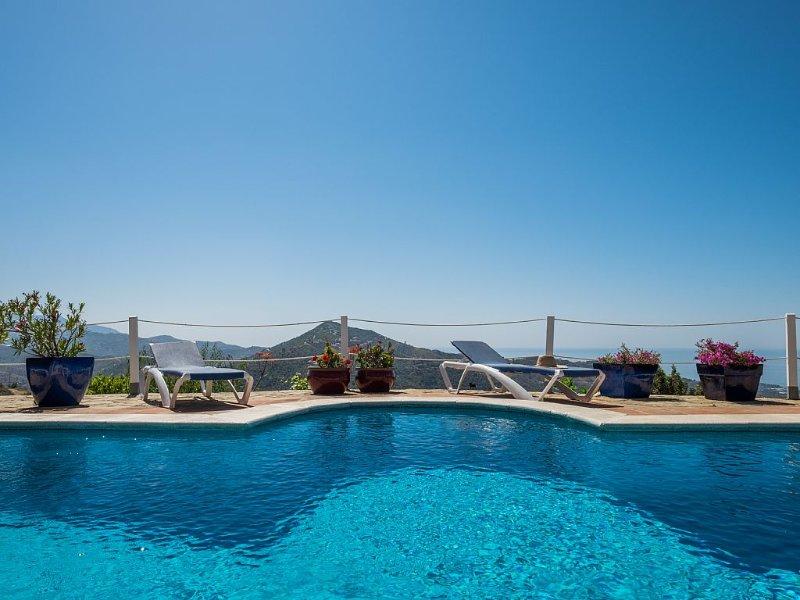 Stylish villa with own pool, sea view, wifi, aircon, quiet spot, Costa Del Sol, location de vacances à Loma las Chozas
