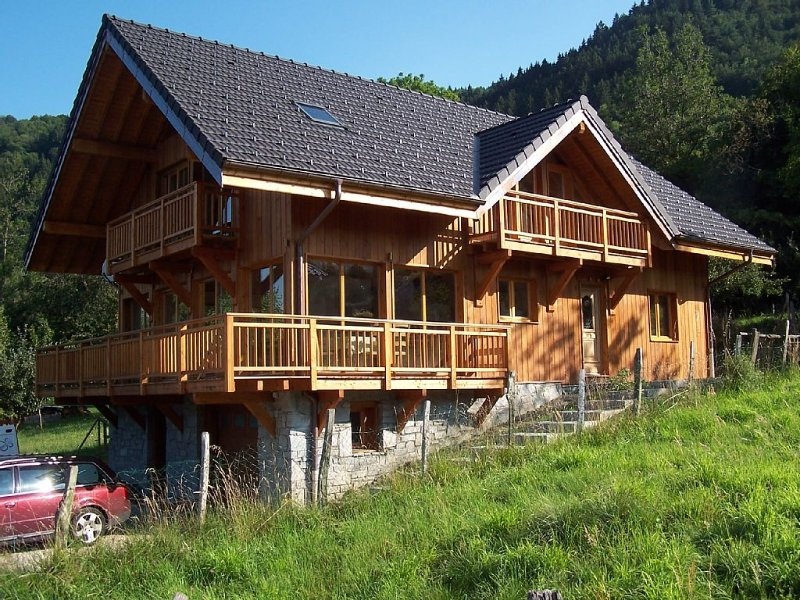 Large Chalet With Spectacular Views, Perfect For Both Winter And Summer Holidays, holiday rental in Chamousset