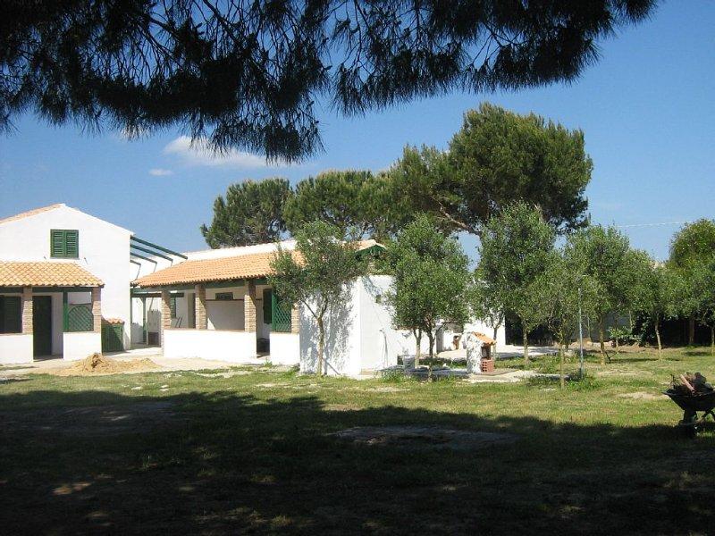 Affittassi  Villino Trilocale immerso nel verde e situato vicino al mare, location de vacances à Isola di Sant Antioco