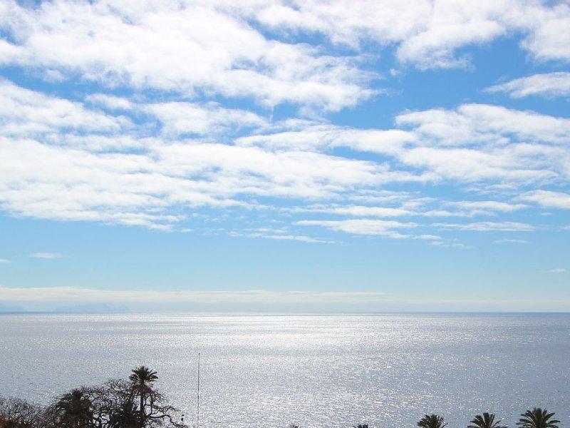 APARTAMENTO NA PRAIA - VISTA MAR - MADEIRA ISLAND, casa vacanza a Santo Antonio da Serra