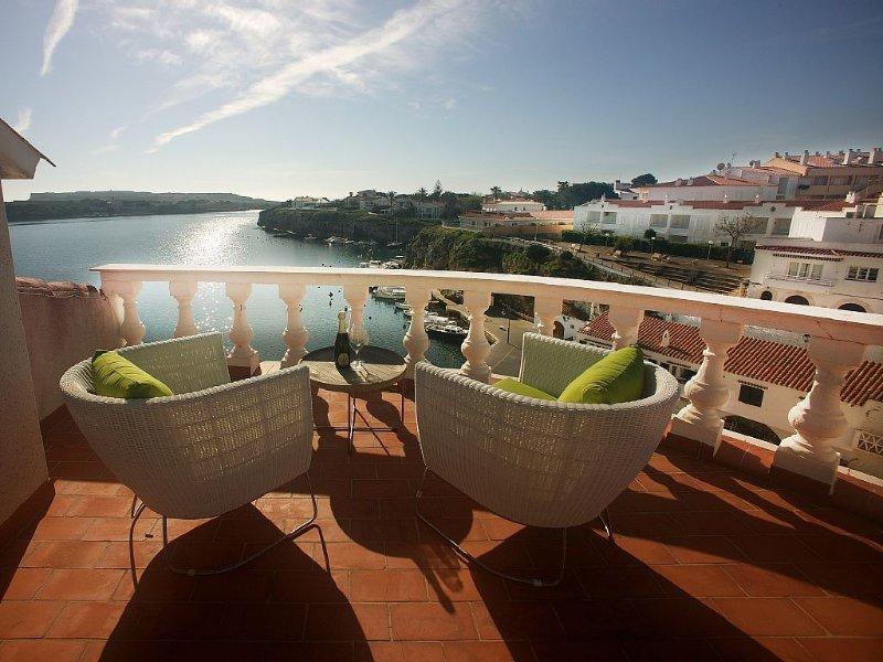 House With Magnificent View Of Calas Fonts Bay,Famous Fishing Village Es Castell, aluguéis de temporada em Es Castell