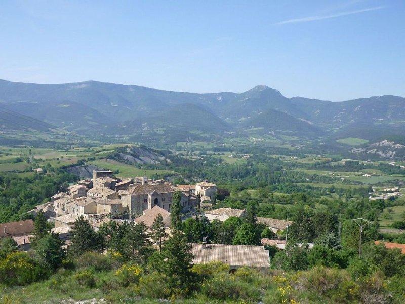 Confortable et accueillante  maison en pierre au cœur des Baronnies Provençales, vacation rental in Saint-Andre-de-Rosans
