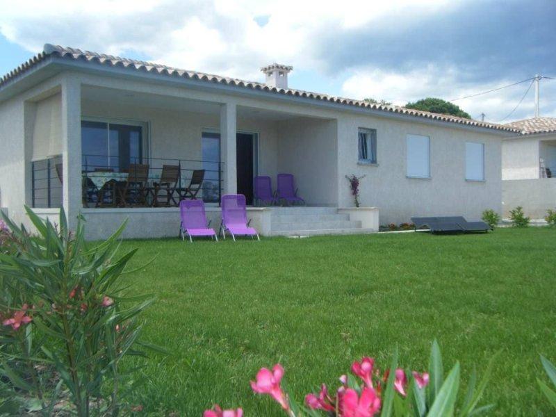 grande villa tout confort   avec jardin  400m Mer, alquiler de vacaciones en Solaro
