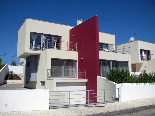 Spacious Modern Villa with Pool in Great Location On Silver Coast, holiday rental in Cidade