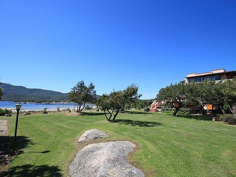 Trilocale a 50m dal Mare Vicino a Porto Rotondo in un ambiente moderno, holiday rental in Porto Rotondo