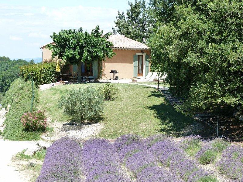 Petite Maison provençale au calme avec piscine partagée, casa vacanza a Pernes-les-Fontaines