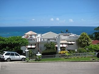 Penthouse Apartment With Magnificent Sea Views. Minutes from the beach., holiday rental in Saint James Parish