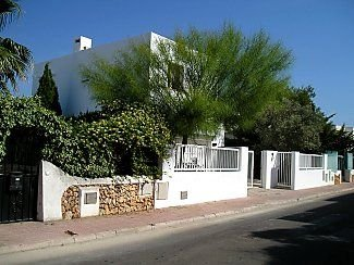 Large Art Deco-Style Villa with Private Pool, holiday rental in Cala Mondrago
