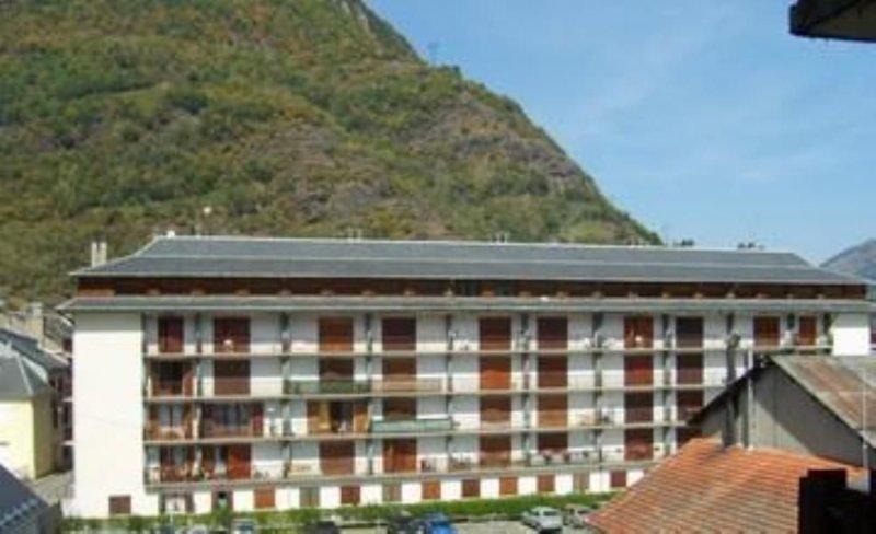 appt tt confort  dans résidence . tourisme, week end ou semaines TARIFS CURES, holiday rental in Bagneres-de-Luchon