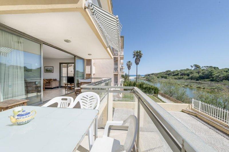 Superb location. Over looking lake and protected, aluguéis de temporada em Ca ' n Picafort