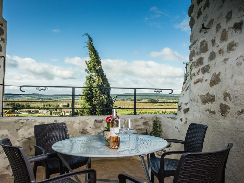 Beautifully restored house in medieval fort with terrace and fabulous views, holiday rental in Aigne
