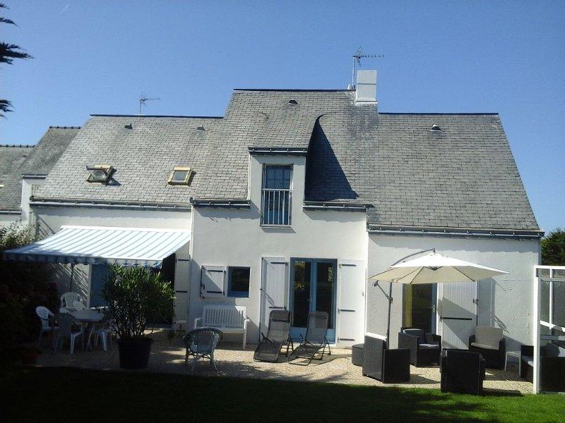 Maison très confortable sur la cote sauvage à 2 pas de la plage., location de vacances à Batz-sur-Mer