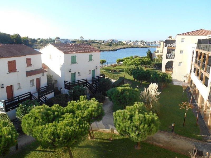 On the Med - A Stunning Modern Top Floor Apartment, location de vacances à Saint-Cyprien