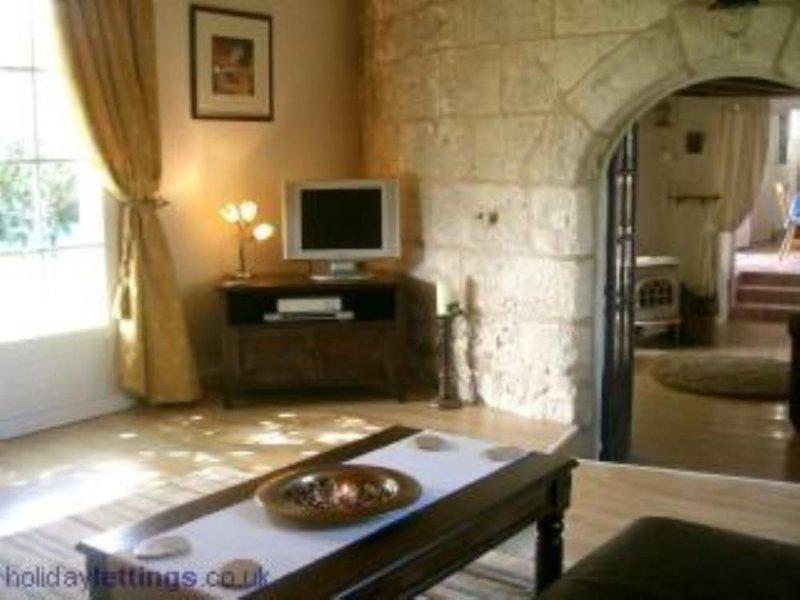 Maison de caractère - Ancien moulin - proche mer, vacation rental in Saint Nazaire sur Charente