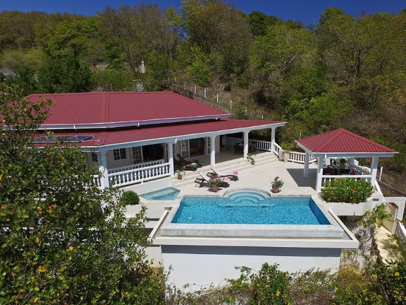 Quiet, romantic Caribbean luxury, with stunning sea views, location de vacances à Mount Pleasant