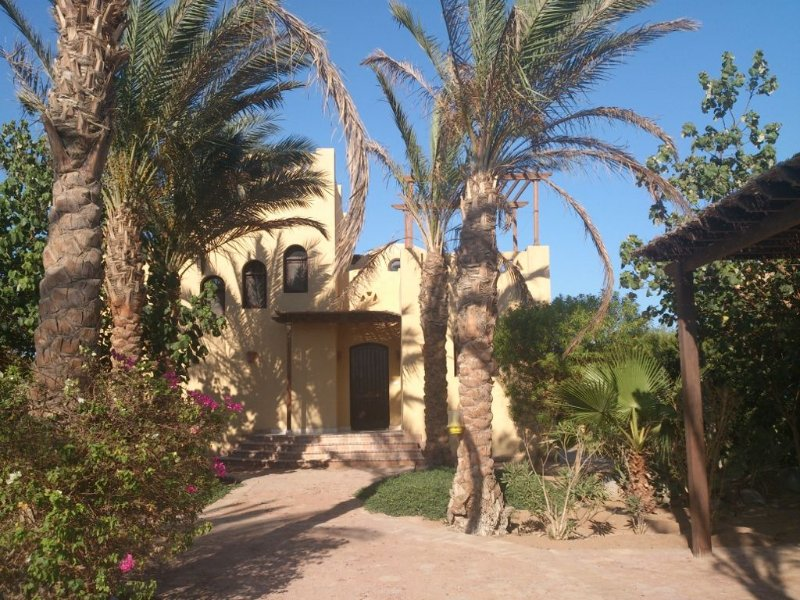 Nubian Style Villa With Swimming Pool Between Lagoons, alquiler vacacional en Hurghada