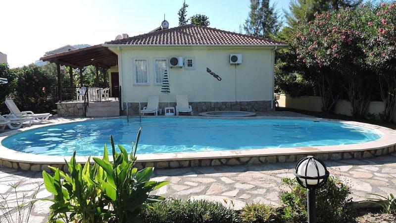 Villa/bungalow, Large Private Pool, Paddling Pool, Garden, a/c, Free WIFI, holiday rental in Dalyan