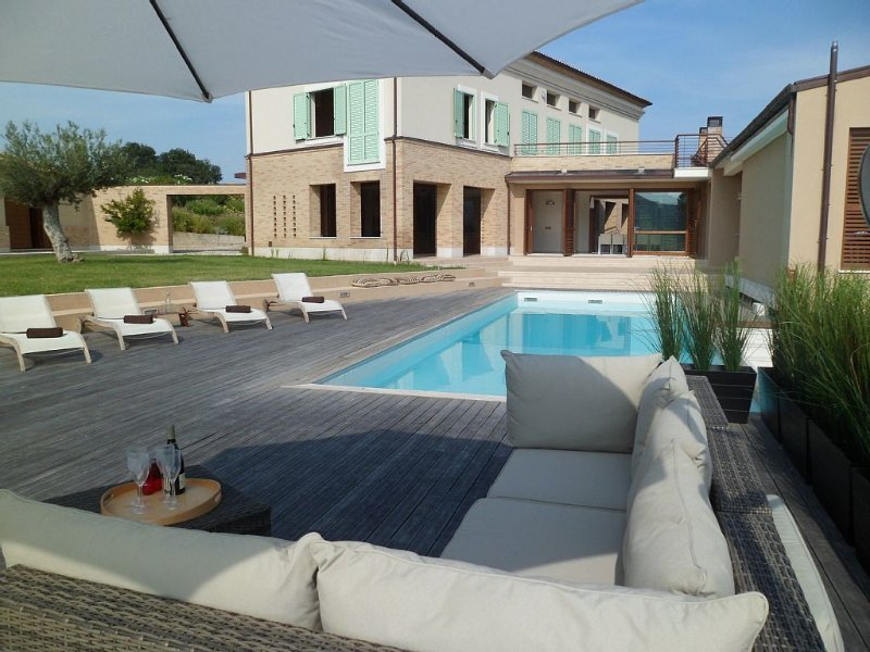 Villa With Private Land, Private Pool And Panoramic Views, close to the beaches, vacation rental in Province of Teramo