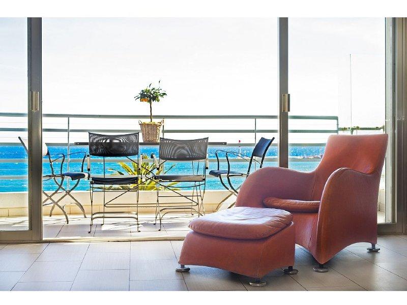 CANNES  La Croisette -  VUE PANORMIQUE A 180 DEGRES SUR LA MER ET LA PLAGE, holiday rental in Cannes
